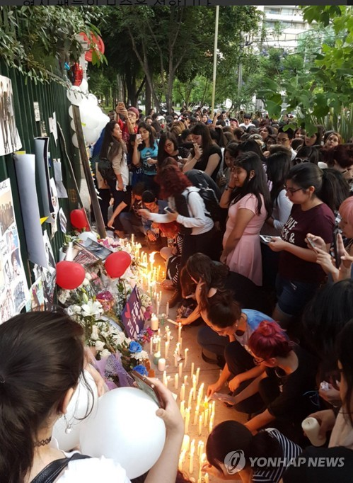 K-pop fans in Chile mourn Jonghyun's death
