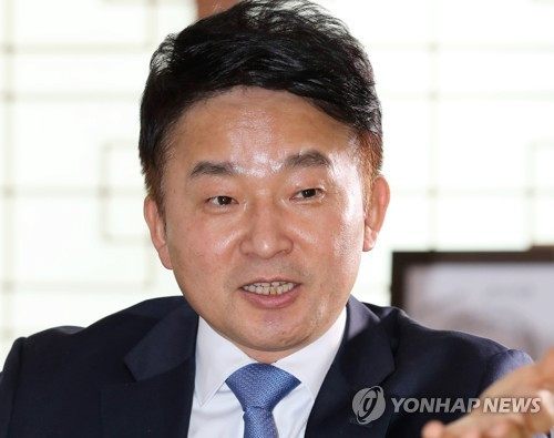 인터뷰하는 원희룡 제주지사