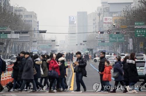미세먼지로 뿌연 서울 도심 모습
