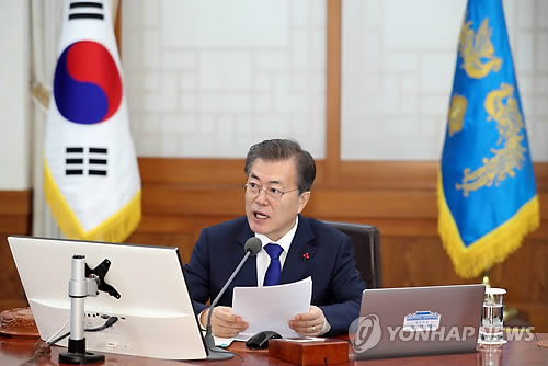Moon hosts 1st Cabinet meeting in 2018