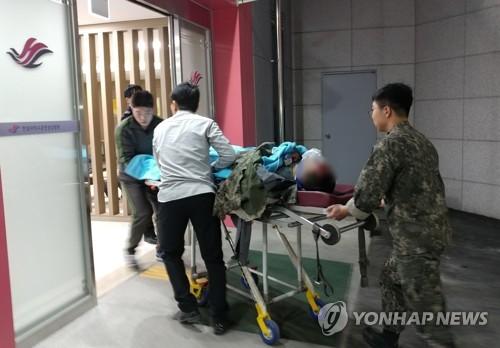 양구 군 버스 추락, 응급실 향하는 병사