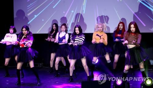 S. Korean girl group MOMOLAND