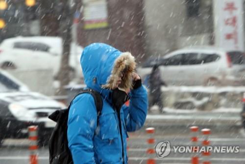 충북 흐리고 한때 눈발…미세먼지 '나쁨'