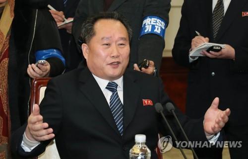 환담 나누는 리선권 조국평화통일위원회 위원장