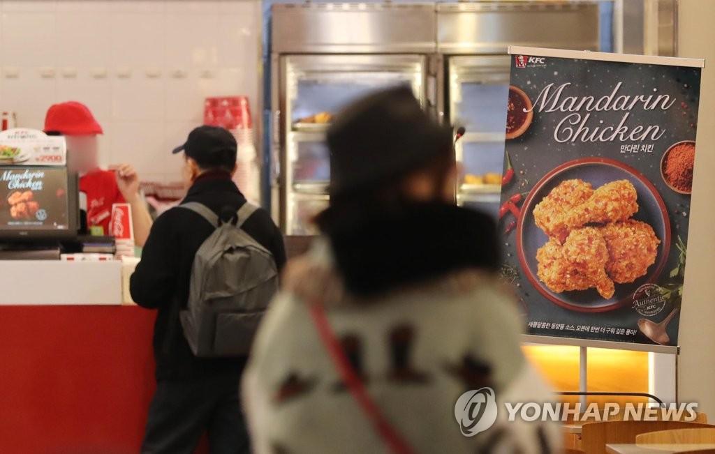 치킨 업계, 가격 인상 두고 치열한 눈치싸움