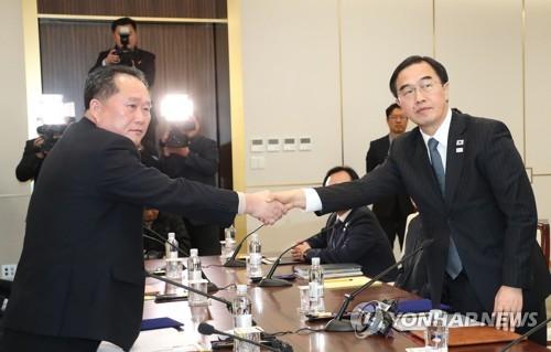 남북, 북한 대표단 평창 파견·군사당국회담 개최 합의