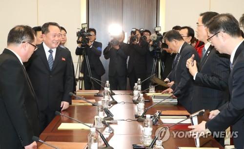 미소로 마치는 남북 고위급회담