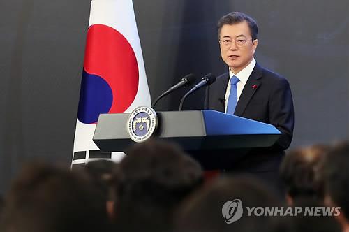 新年の国政運営の構想を語る文大統領=10日、ソウル(聯合ニュース)