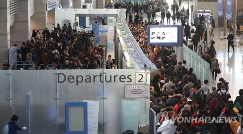 겨울철 해외여행객으로 붐비는 인천공항