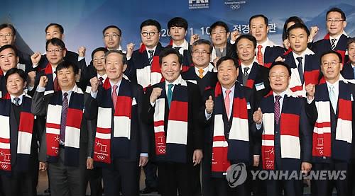 평창올림픽 후원기업과 기념촬영하는 이낙연 총리