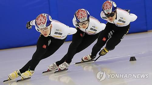 1月10日,在镇川选手村,短道速滑代表队正在训练中。(韩联社)