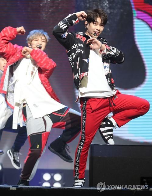 K-pop duo MXM