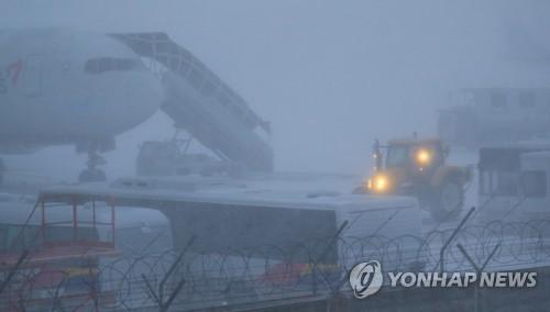 済州空港 除雪作業で滑走路一時閉鎖