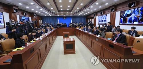 최저임금 토론장 된 경제관계장관회의