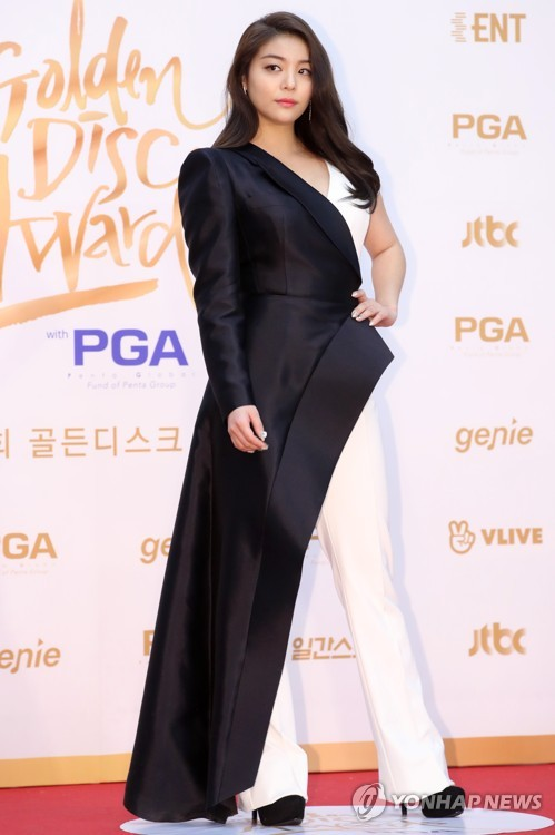 Ailee at awards ceremony