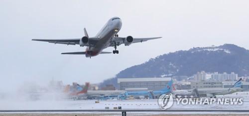 제주공항 이륙하는 항공기