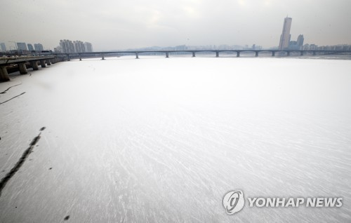 Snow-covered Han River