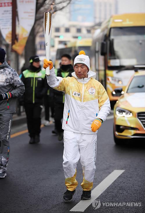 驻韩澳大使参与圣火接力