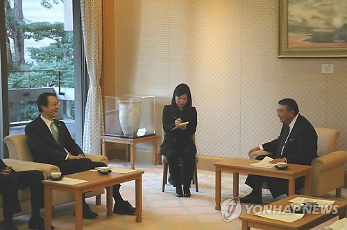 大島議長と面談する李大使(在日韓国大使館提供)=15日、東京(聯合ニュース)