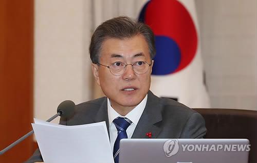 閣議に出席した文在寅大統領=16日、ソウル(聯合ニュース)