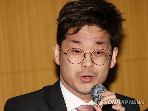 한국입양아 출신 佛의원, 거친 말 논란 끝 집권당 탈당
