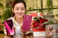 LG's new-color V30 smartphone