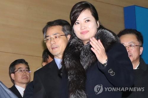 視察を終えて北朝鮮に戻る玄松月氏(写真共同取材団)=22日、坡州(聯合ニュース)