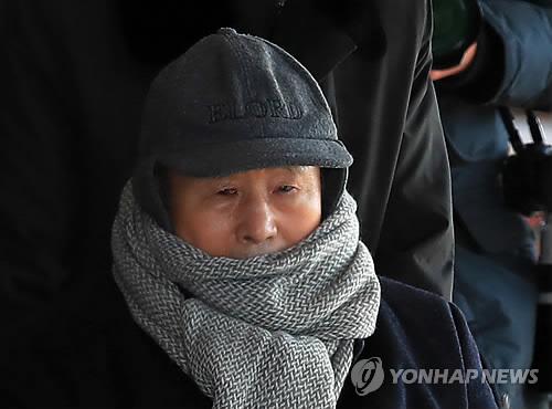 李元大統領の実兄、李相得氏は26日にソウル中央地検で取り調べを受けた=(聯合ニュース)