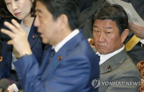 중의원서 답변하는 아베 일본 총리