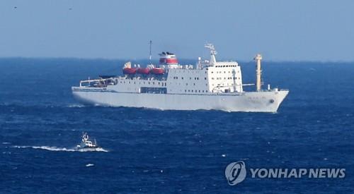 韓国東海岸の港に向け航行する万景峰92号=6日、東海(聯合ニュース)