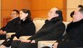 朝鲜高级别代表团与韩方人士交谈