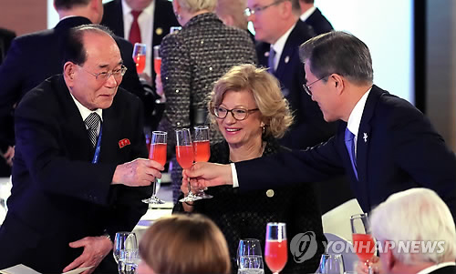 [올림픽] 문 대통령과 김영남 상임위원장 건배