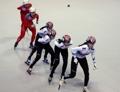 韩朝运动员一起滑冰