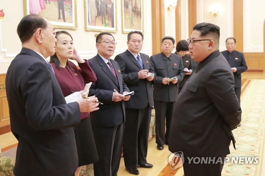 김정은에게 방남 결과 보고하는 고위급대표단