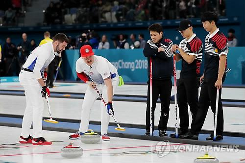 -올림픽- 남자컬링, 예선 첫 경기서 미국에 7-11 패