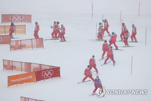 [올림픽] 악천후로 여자 알파인 회전 경기 16일로 연기