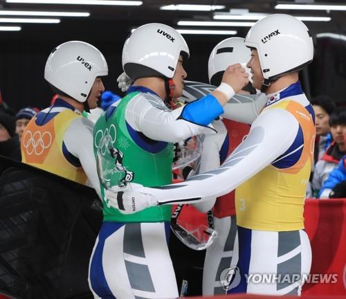 [올림픽] 레이스 마친 한국 루지 릴레이팀