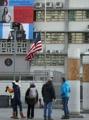 在韓米大使館にも半旗