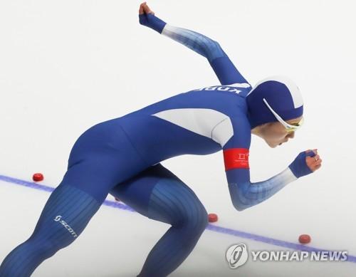 力走する李相花=18日、江陵(聯合ニュース)