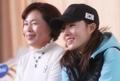 李相花与母亲接受采访