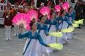 冬奥朝鲜艺术团表演扇舞