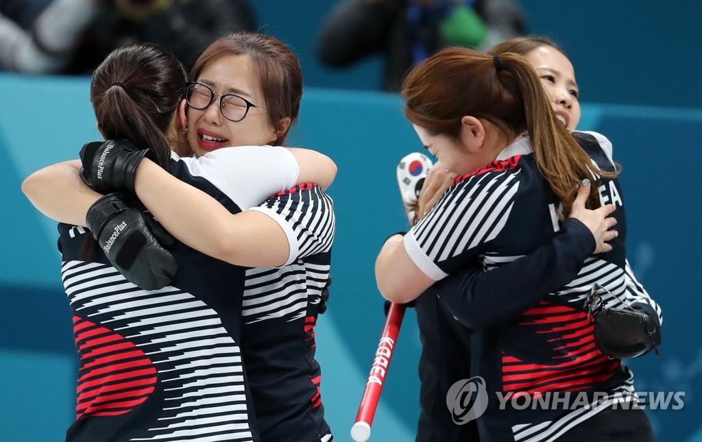 여자컬링, 연장 끝 일본 꺾고 결승행…은메달 확보