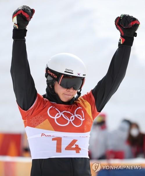 이상호, 스노보드 은메달…한국스키 58년 만에 감격의 첫 메달