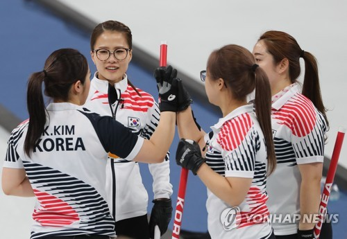 This file photo taken Feb. 25, 2018, shows South Korean curlers during the women's curling final against Sweden at the 2018 PyeongChang Olympics at Gangneung Curling Centre in Gangneung, Gangwon Province. (Yonhap)