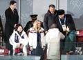 文大統領 北代表団長と握手