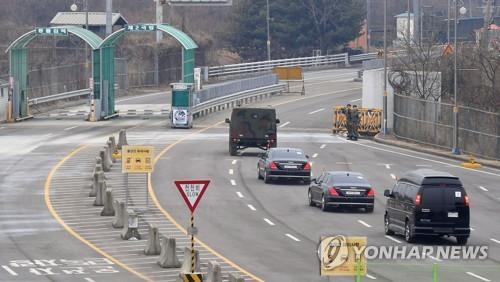 高官代表団は陸路で北朝鮮に戻った(写真共同取材団)=27日、坡州(聯合ニュース)