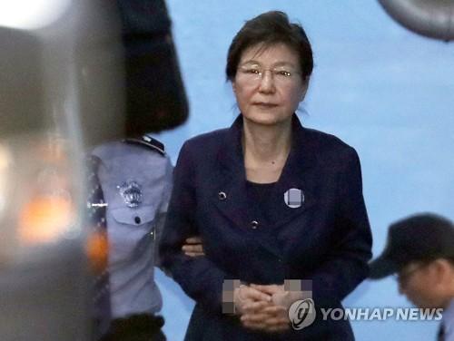 """박근혜 국선변호인, 공천개입 재판서 """"정무실이 충성심에 한 일"""""""