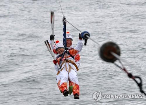 바다 건너는 패럴림픽 성화