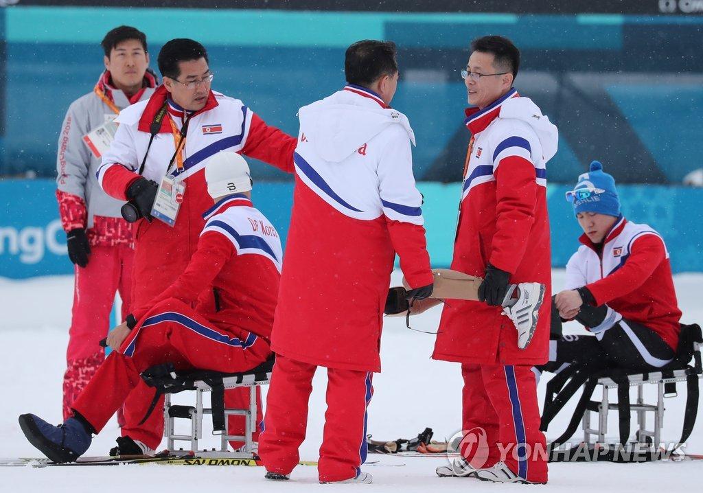 적응 훈련하는 북한 선수단