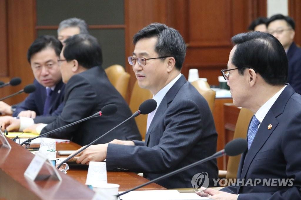 발언하는 김동연 부총리